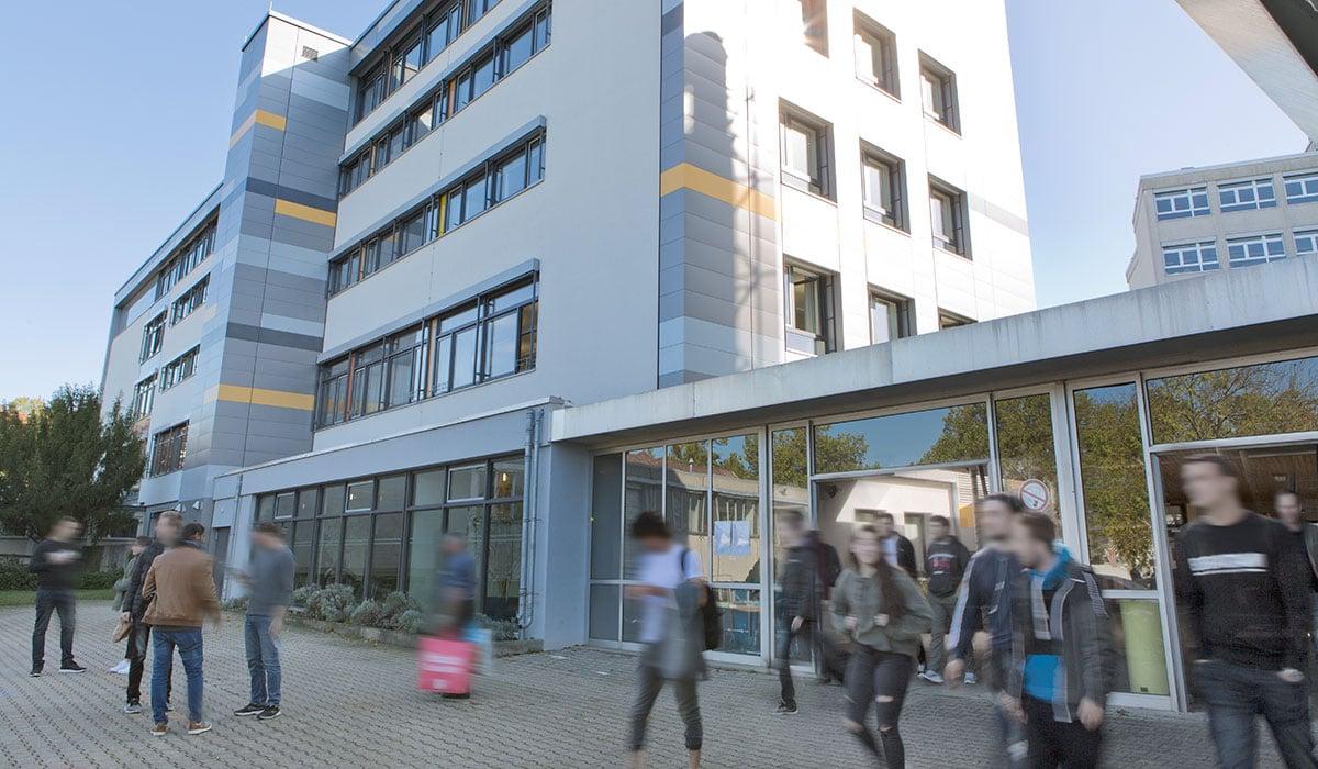 Philipp-Matthäus-Hahn-Schule Eingangsbereich